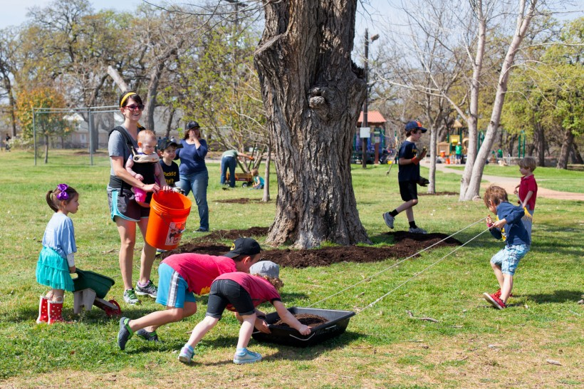 2016 It's My Park Day Kid Crew @ Patterson Park. Photo by J. Potter-Miller.